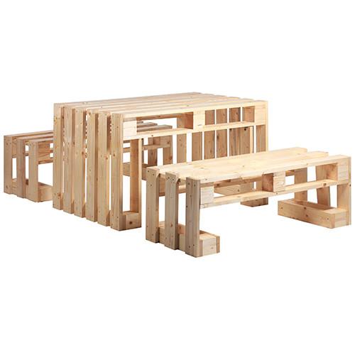 Tischgruppe mit Sitzbänken aus Paletten