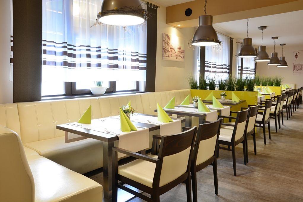 Gastronomiemoebel-Restaurantstuehle-LAURETTA-P-AL3OXRfIZWT3sYa
