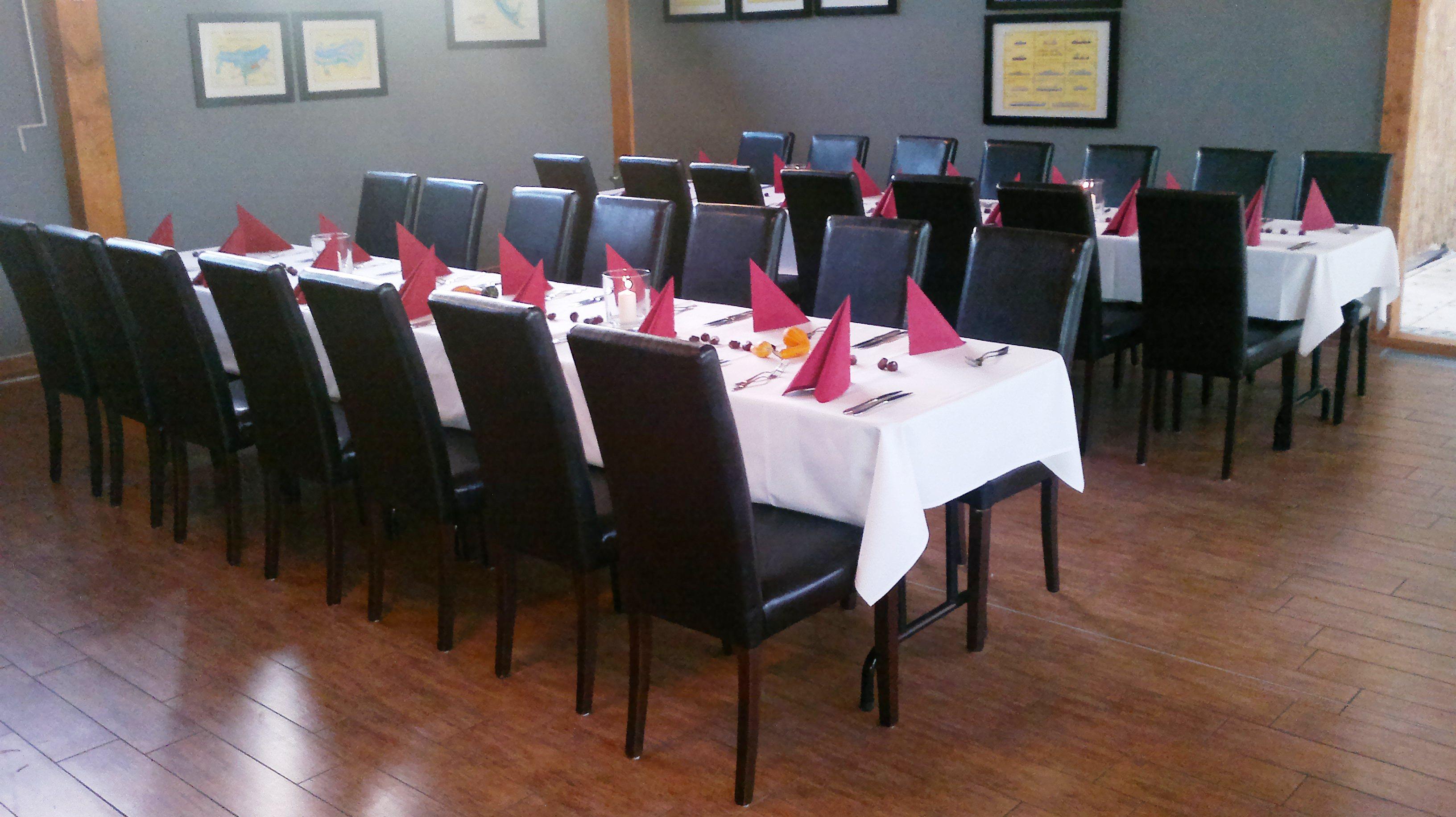 Restaurantbestuhlung mit Polsterstuhl RELA