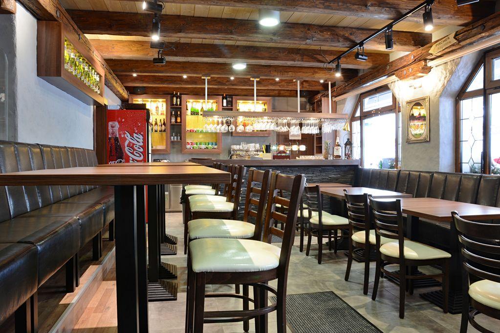 Restauranteinrichtung mit Barhockern WILLIAM P