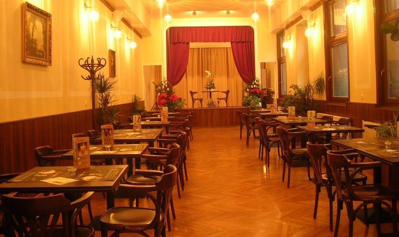 Bugholzstuehle_Kaffeehausstuehle